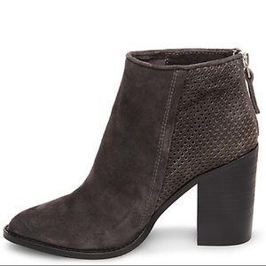 d38cda70cb4 Steve Madden Shoes - ❤️Steve Madden Replay grey boots Size 9 1 2 NWT